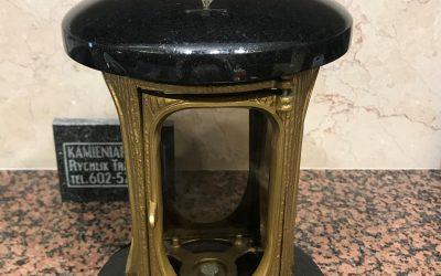Lampion nagrobny korpus mosiądz, dekielki granit